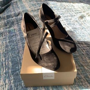 Clarks black suede and leather pumps size 8 1/2